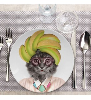 Wild Dining – Courtney the Cat